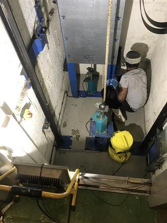 Tre ganger rengjøring og vannstøvsuger fjerner alle spor etter olje