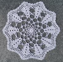 10-kantet hekleduk i hvit