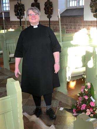 Måttsydd prästklänning