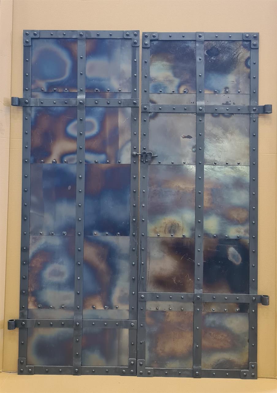 Linoljebränd ståldörr
