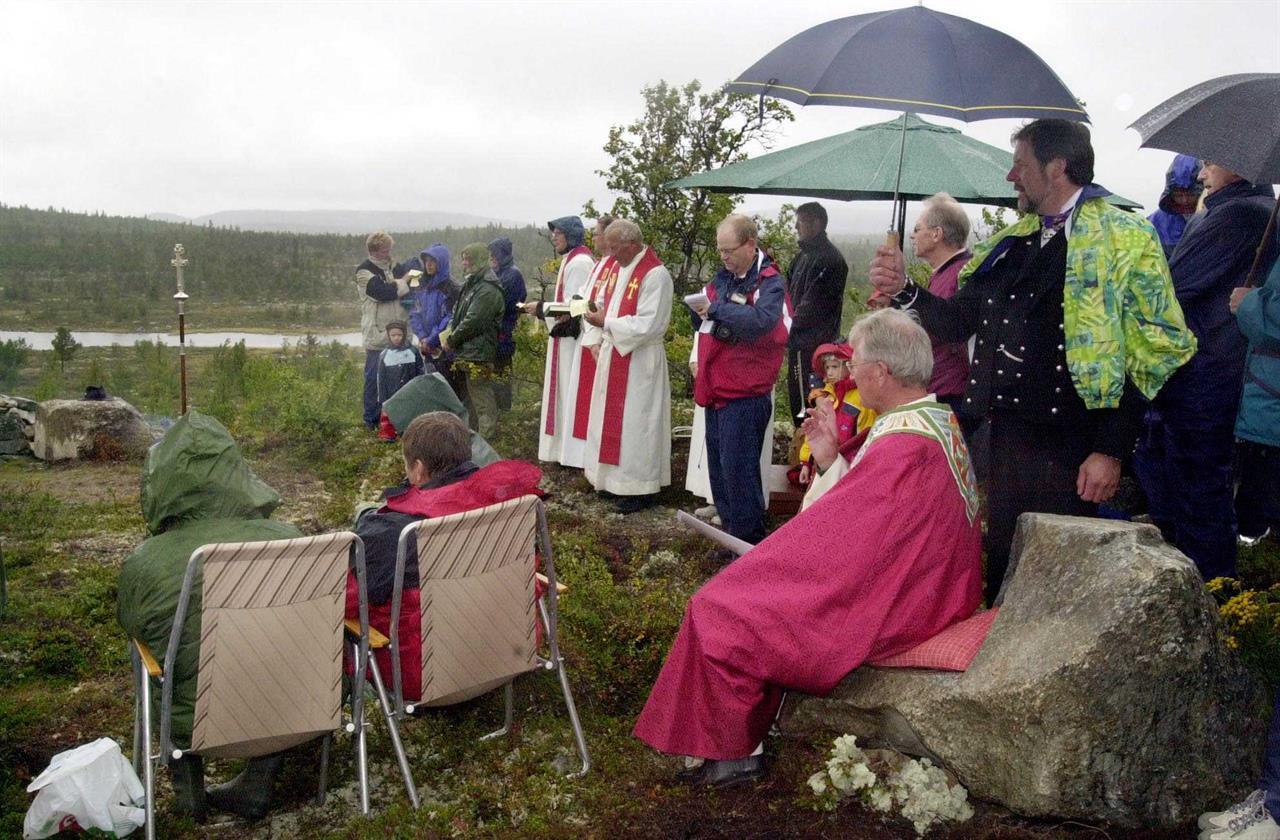 Bispestolen innvies og velsignes i regn