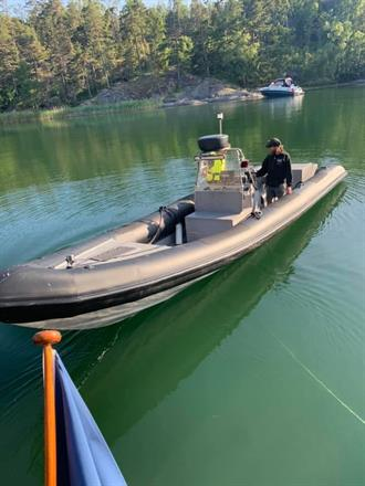 Servicebåt ute på uppdrag