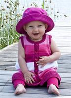 Babykofta, klänning och byxor i Tilda