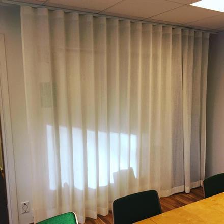 Skirt tyg i lin/polyester, 3 meters bredd. Finns i många färger