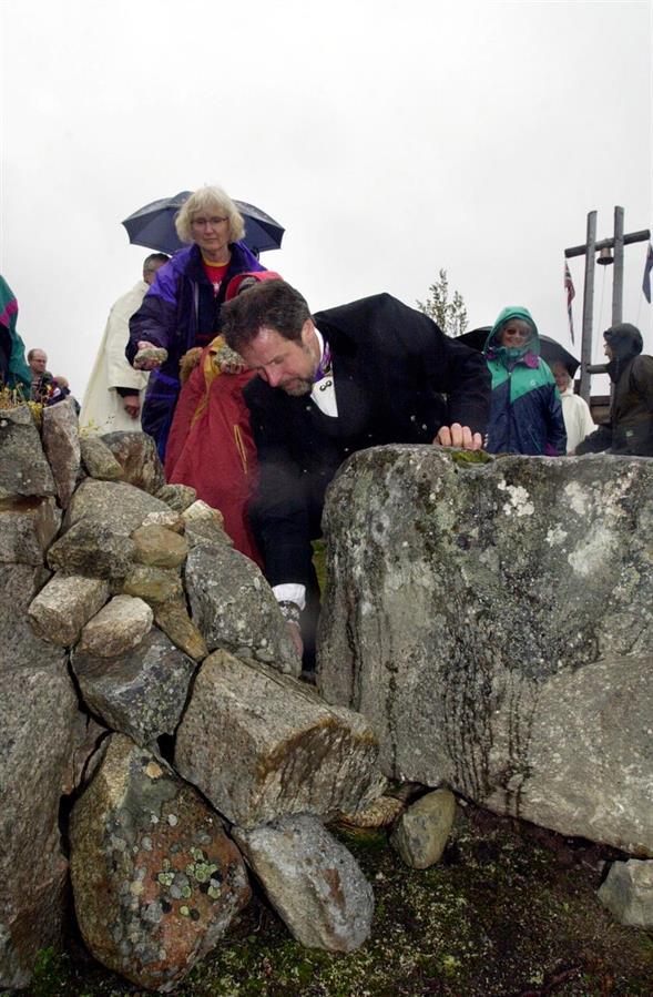 Alteret bygges med stener fra alle hyttetomter på Sangefjell