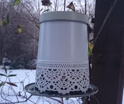 Enkelt sätt att bygga en egen stilig fågelmatare