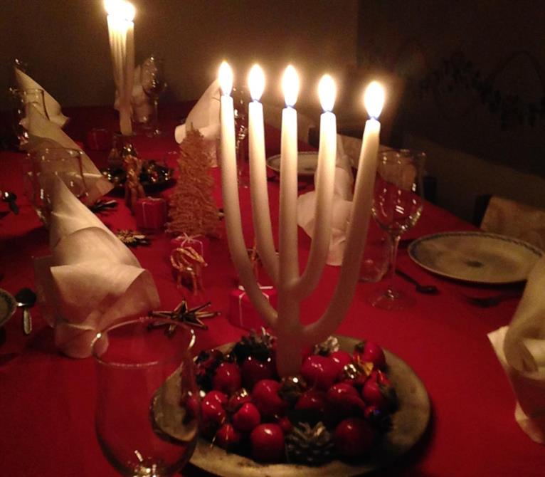 5-grenade ljus förgyller vårt middagsbord.