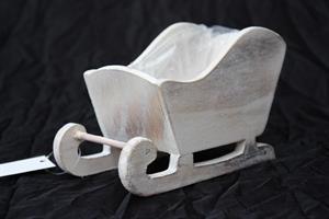 Släde i trä white washed 6/fp