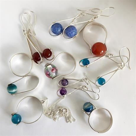 Mix av silversmycken