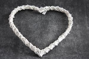 Hjärta av pil vit 38x38cm m. hänge