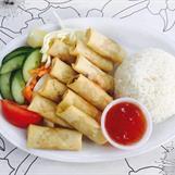 19. Poh Piah Pack : Friterade vårrullar i grönsaker. (Med ris 10 st vårrullar, utan ris 12 st vårrullar).