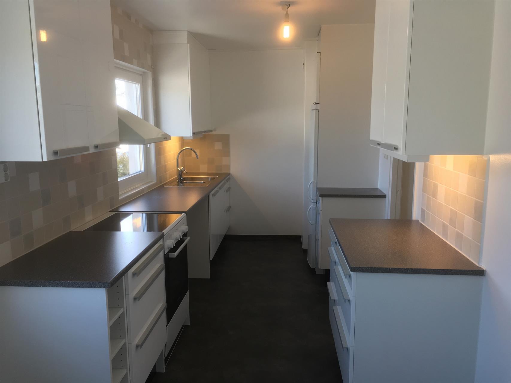 Köksrenovering golv-/kakel/måleriarbeten