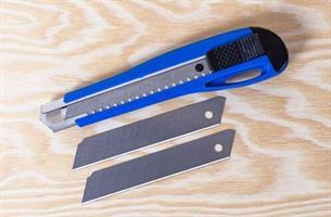 Kniv Brytblad blå stor 18 mm +2 blad
