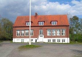 Gamla Byskolan i Västra Nöbbelöv strax öster om Skivarp i Skåne.