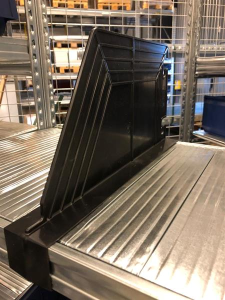 Avdelare Super plast svart 600x200H