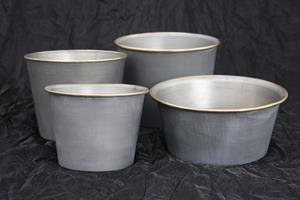 Grå zinkkruka/skål med guldkant