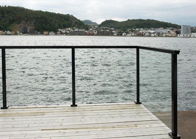 Glassrekkverk aluminium baseprofil boltefestet scan railing rustfritt syrefast Hadeland Glass