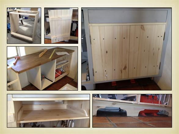 Specialtillverkning av köksskåp med löstagbar hylla invändigt för att inrymma pump och hydropress i kök. Möjliggör optimering för förvaring och åtkomst av integrerad utrustning. Skåpet har en låda överst. Specialtillverkad kökssockel med snabbfattning.