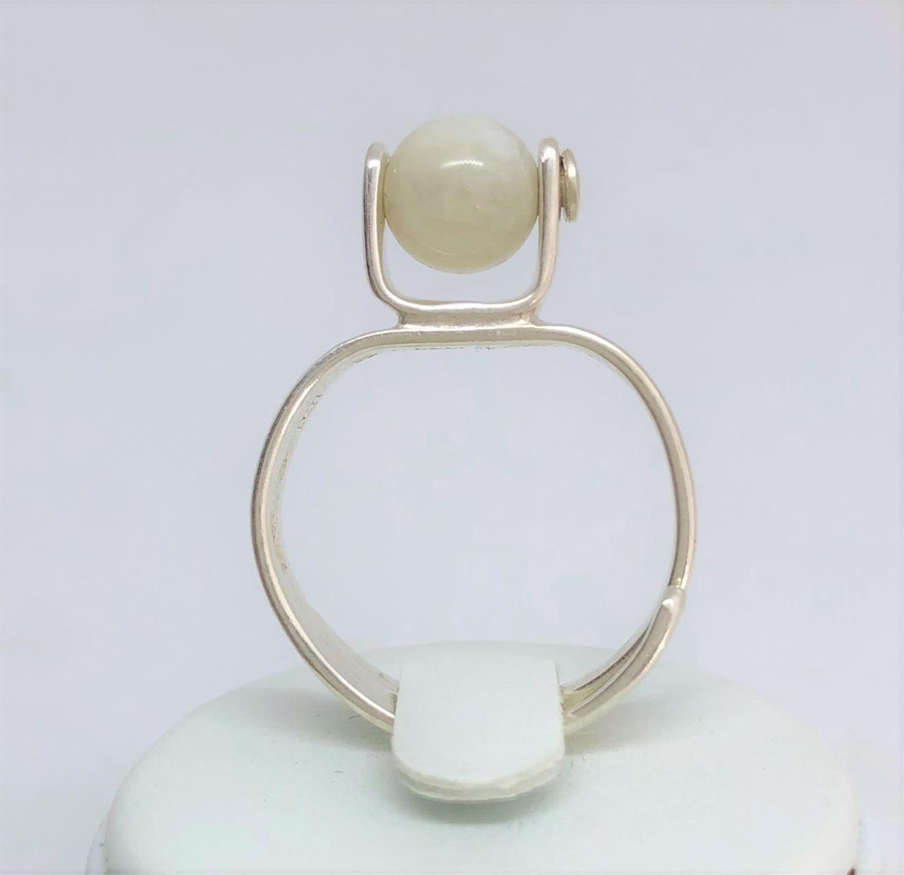 Ställbar ring i silver med månsten