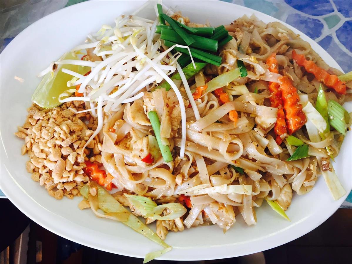 1. Phad Thai : Wokade risnudlar med ägg, kycklingfilé, jordnötter och grönsaker.