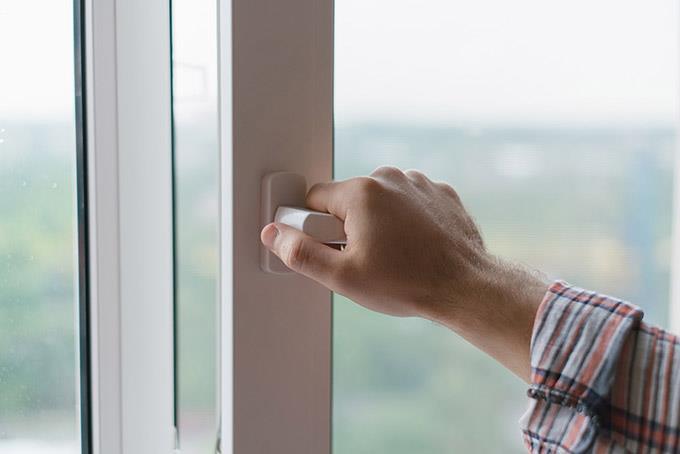 Ventilasjon vindu ventil spalteventil ventildeksel fyllmasse Hadeland Glass