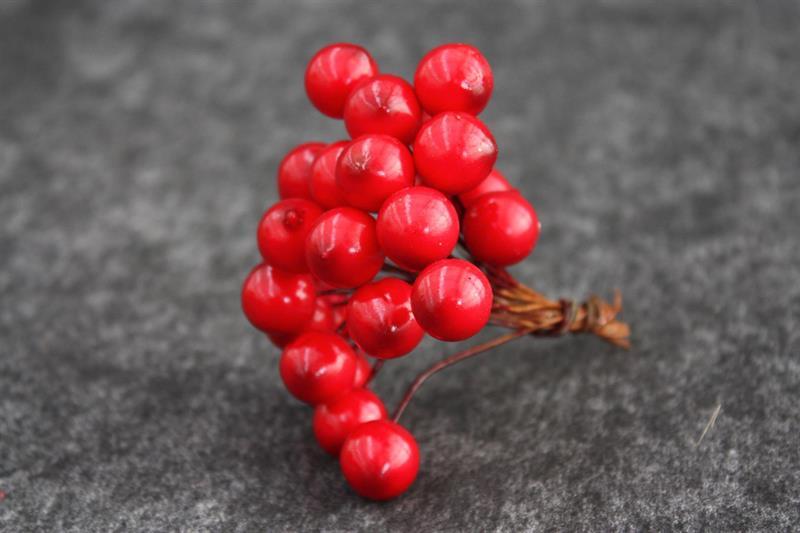 Bär röda D1,5cm med tråd 24x24st/fp
