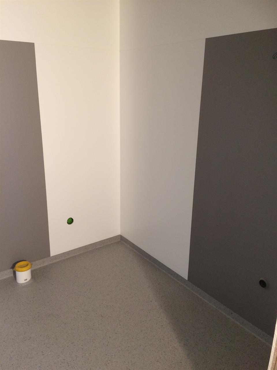 Våtrum - vinylmatta i två olika kulörer på vägg