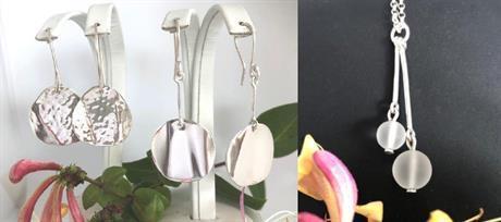 Silversmycken smycken med olika längd.