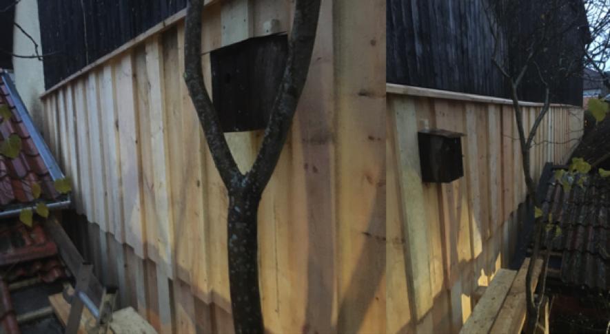 Bild 9. Färdig panelad timmervägg.