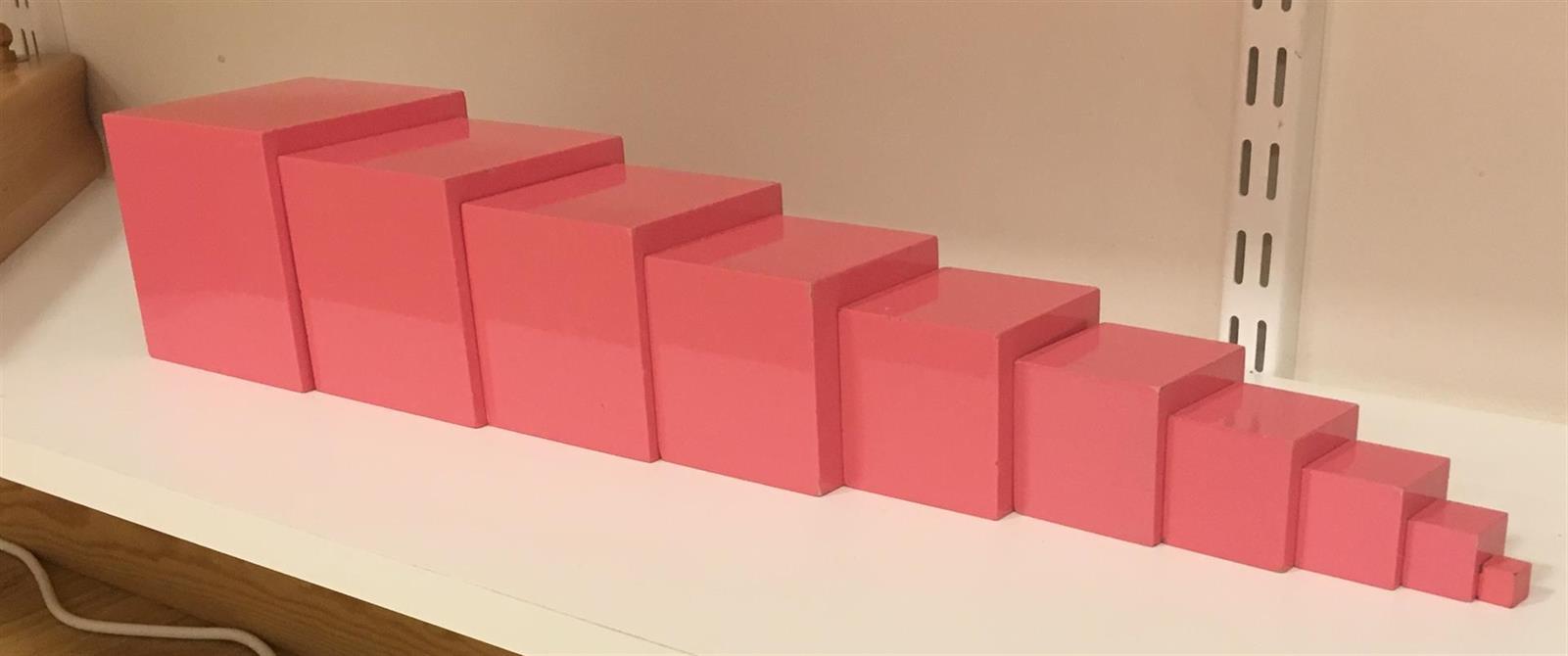 Montessorimaterialet Rosa tornet