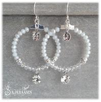 Embrace øreringer med ekte sølvkrok hvit