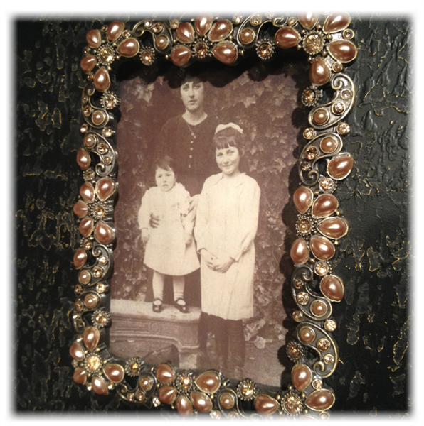 Brunsvart ramme med perler