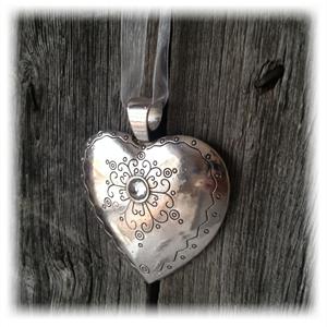 Anheng hjerte med 1m sløyfebånd