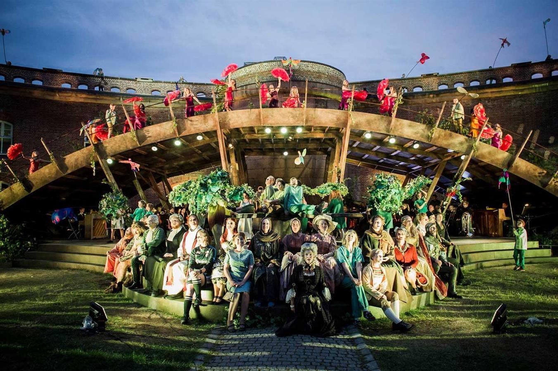 Carmina Burana - Oscarsborgopraen - Director: Erik Ulfsby - Costume Design: Christina Lovery - Foto: Dag Jenssen 2017