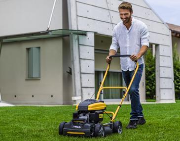 Vacker, tät gräsmatta - med minsta möjliga ansträngning. Att klippa gräset ska vara en trivsam upplevelse. Ljuddämpning, bra ergonomi, vibrationsdämpande handtag, och - inte minst - vår uppskattade Multiclipteknik.