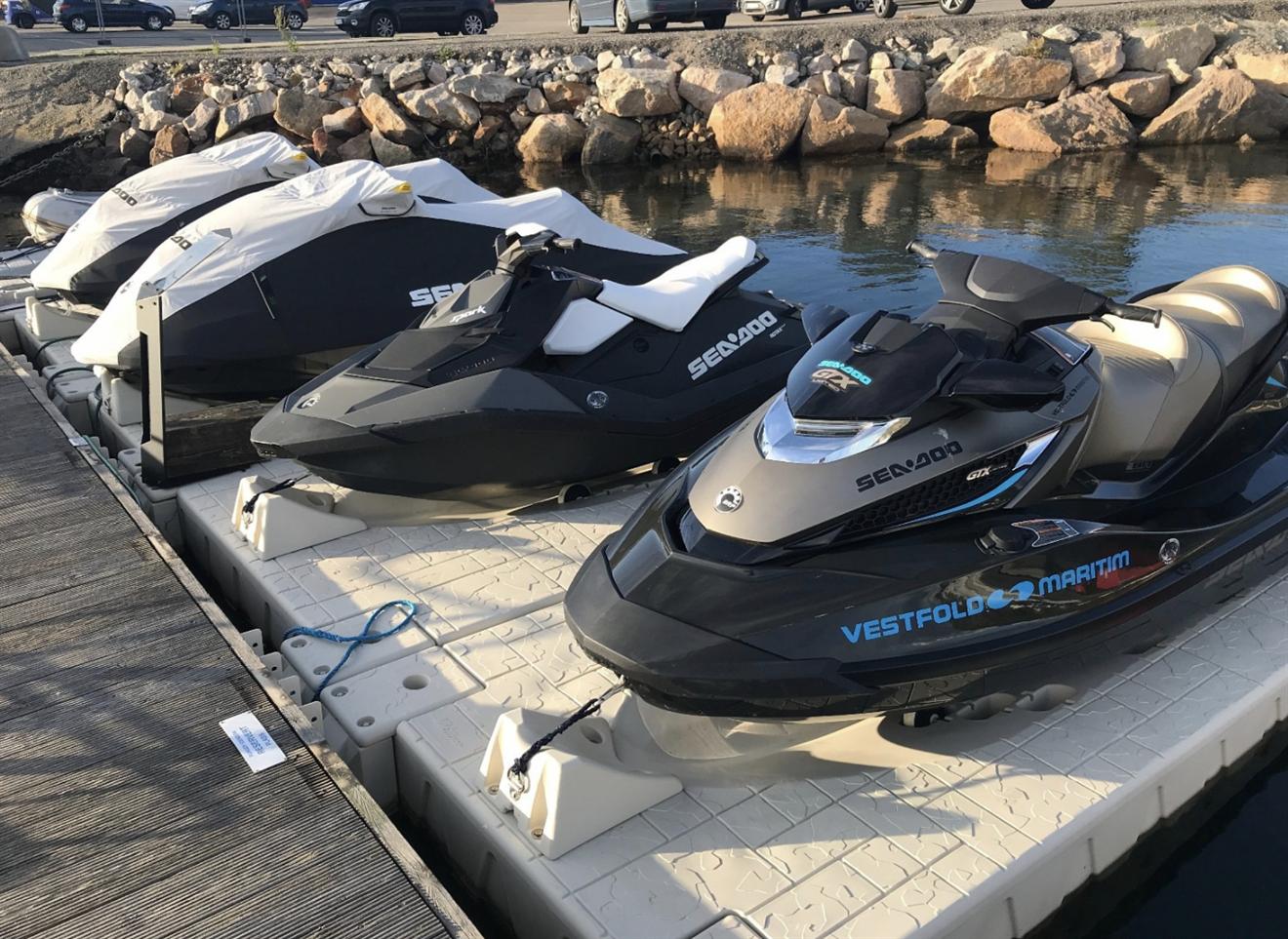 2022: Vannscooter sommerplass med scooter rampe