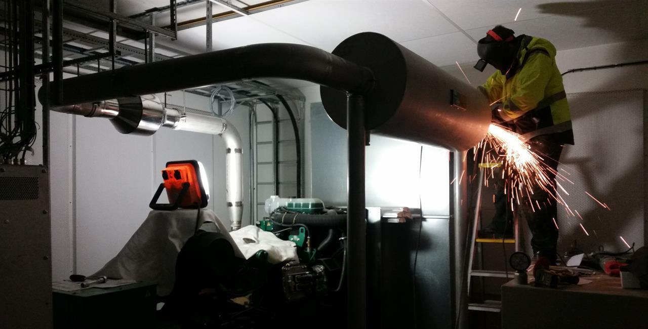 Avgasrening/ljuddämpning till reservaggregat