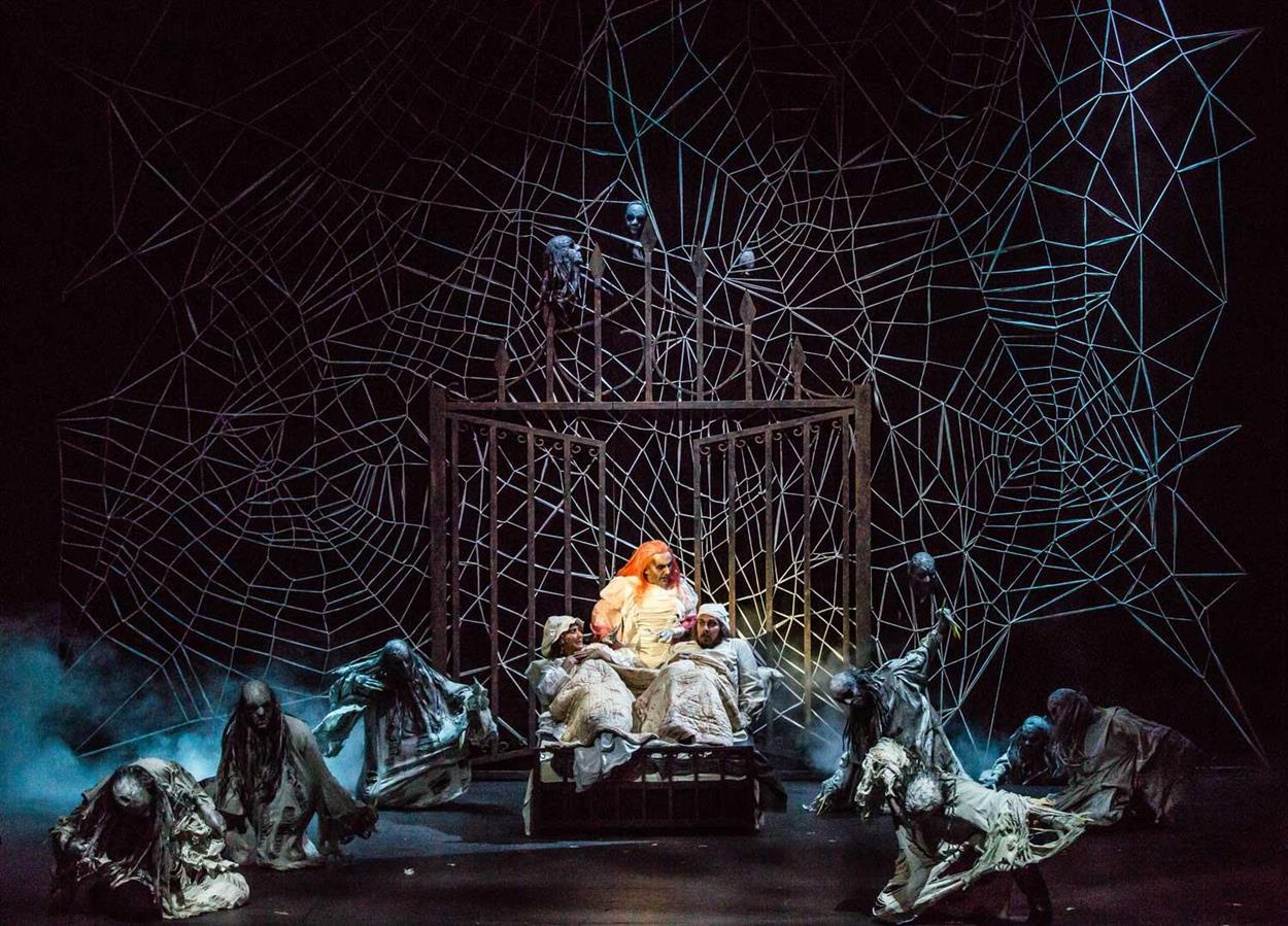 Fiddler on the Roof- Den Nasjonale Scene - Director: Svein Sturla Hugnes - Costume Design: Christina Lovery - Foto: Magnus Skrede 2016