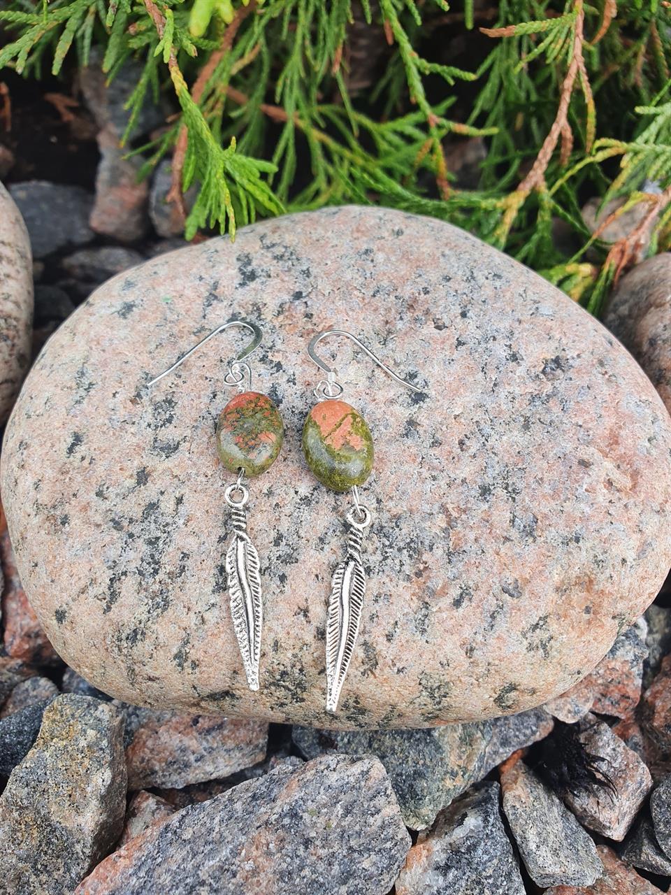 Örhänge i sterlingsilver med unakit stenar
