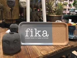 Bricka 32x15 cm kork, Make time Fika, grå/vit text