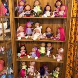 Hos oss kan alla hitta en docka att älska