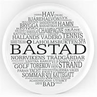 Bricka rund 31 cm, Båstad, vit/svart text