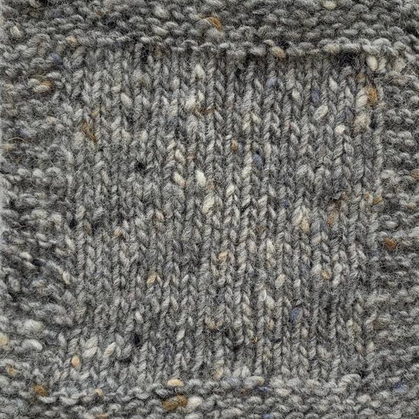 3. Silvergrå m beige prick SDT