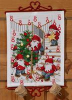 JulkalenderNissar pyntar trä