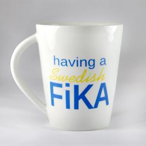 Porslinsmugg, Swedish Fika, vit/blå-gul text