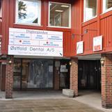 Inngang Ibsens helsehus til hudlege praksis og legekontorer