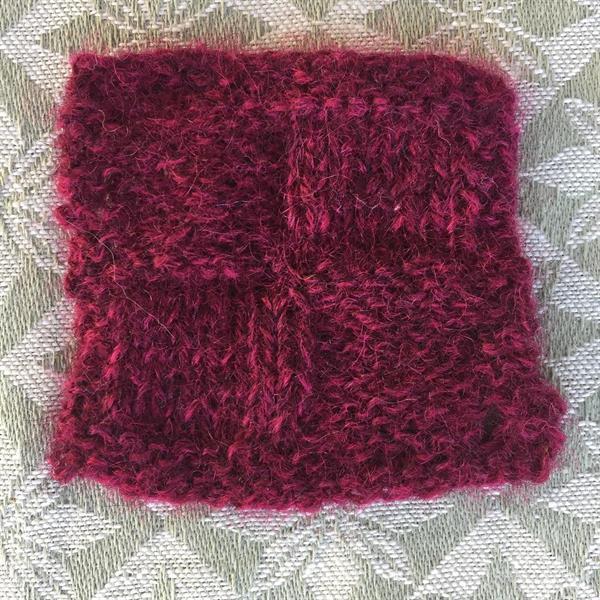 9. Mörk rödklöver Norsk pelsull 50 gr