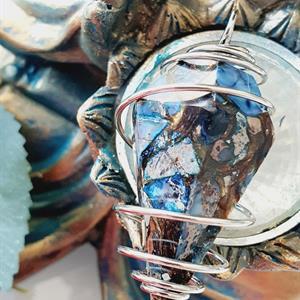 Jaspis hänge halsband med bronzit -kon
