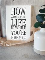 Trätavla A4, How wonderful life is, vit/svart text