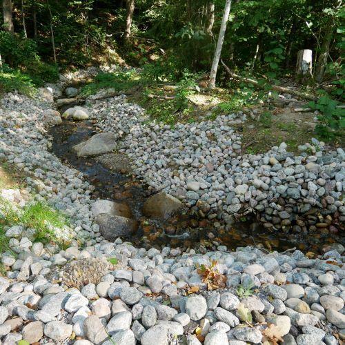 Här har vi medverkat till att Hulebäcken i Habo kommun fått en ny fiskvänlig sträckning.